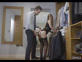 Superbe playgirl en sous-vêtements pilonnée