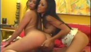 Caliente breasty oriental lesbos sexo