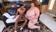 Hawt ssbbw lexxi luxe feeds stud-horse breakfast and pointer sisters